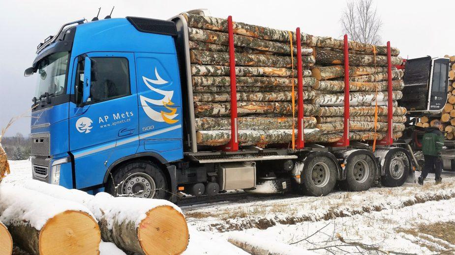 Uue metsaveoauto esimene koorem