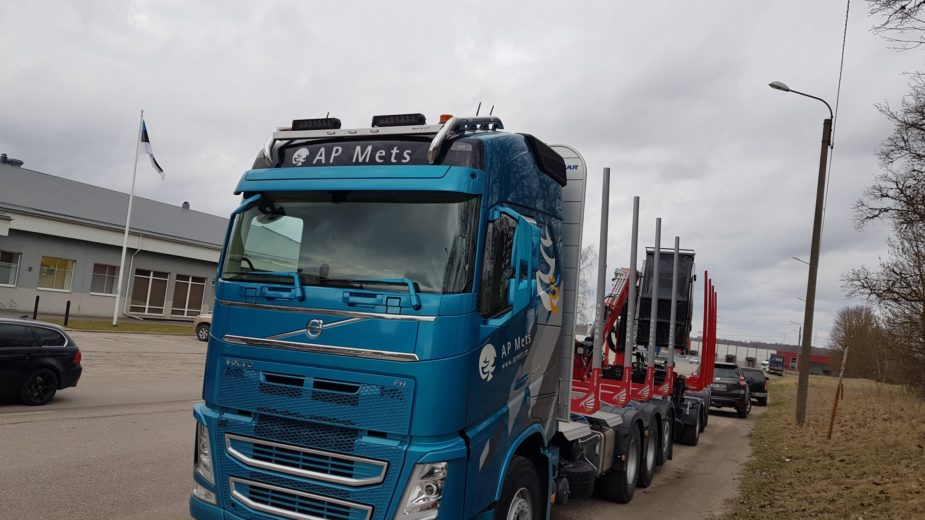 Eesti teedel võib märgata uut AP metsaveokit
